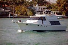 Barco de pesca no Florida intercostal imagens de stock