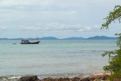 Barco de pesca no koh-Larn Imagens de Stock Royalty Free