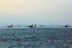Barco de pesca no lago Inle imagem de stock royalty free