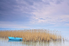 Barco de pesca no lago Ohrid Macedónia imagens de stock royalty free