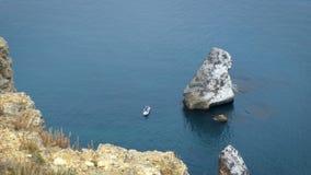 Barco de pesca no mar filme