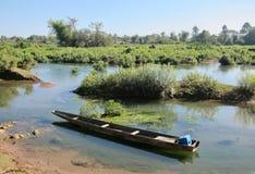 Barco de pesca no Mekong fotografia de stock royalty free