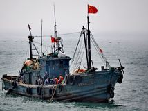 Barco de pesca, Qingdao, China fotografía de archivo libre de regalías