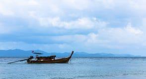 Barco de pesca, resto para pescar Imagem de Stock