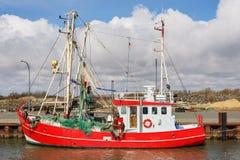 Barco de pesca rojo Imágenes de archivo libres de regalías