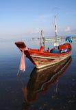 Barco de pesca tailandés imagenes de archivo