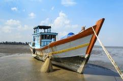 Barco de pesca tradicional em Vietname Fotografia de Stock