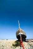 Barco de pesca velho em Pebble Beach Fotos de Stock Royalty Free