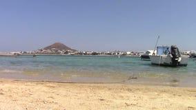 Barco de pesca velho na ilha de Naxos filme