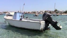Barco de pesca velho na ilha de Naxos video estoque