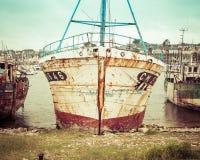 Barco de pesca viejo del vintage Imagenes de archivo
