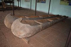 Barco de pesca viejo indio la historia de barcos foto de archivo