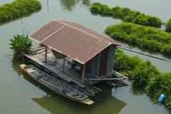 Barco de pesca y bote de remos Imagenes de archivo
