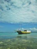 Barco de Phinisi en el mar claro Imágenes de archivo libres de regalías