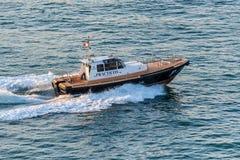 Barco de pilotos Practico una vez adentro imágenes de archivo libres de regalías