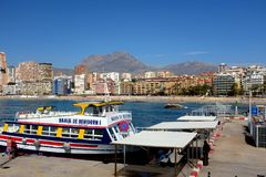 Barco de placer, Benidorm, España imagenes de archivo