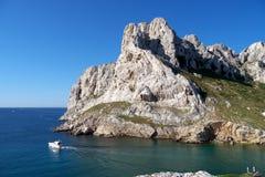 Barco de placer blanco en mediterráneo fotografía de archivo