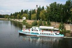 Barco de placer en el fallo de funcionamiento meridional del río Fotografía de archivo