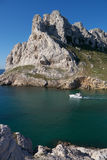 Barco de placer en mediterráneo francés Fotos de archivo