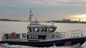 Barco de polícia Paris video estoque