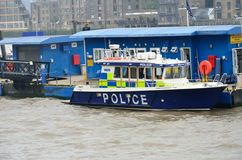 Barco de policía BRITÁNICO de WAPPING LONDRES Foto de archivo libre de regalías
