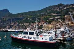Barco de policía en el acceso de Salerno Imagenes de archivo
