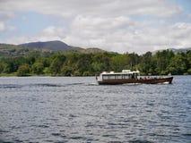 Barco de prazer pequeno no lago Windermere Foto de Stock
