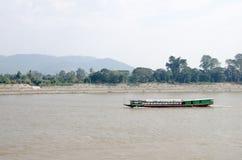 Barco de río, barco de pasajero Fotos de archivo libres de regalías
