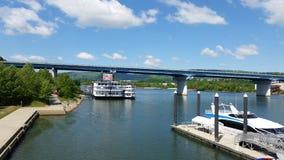 Barco de río del puente de Chattanooga Imagen de archivo libre de regalías