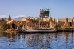 Barco de Reed no lago Titicaca, Peru Imagens de Stock Royalty Free