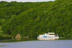 Barco de rio fotografia de stock