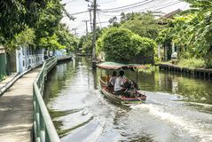Barco de rio da Longo-cauda do barco da cauda longa em Banguecoque, Tailândia, Foto de Stock Royalty Free