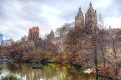 Barco de rowing en Central Park, Manhattan imagen de archivo
