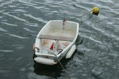 Barco de rowing en el amarre Imagenes de archivo