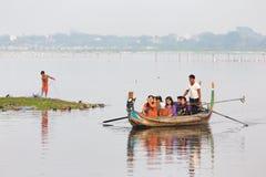 Barco de rowing en el lago Fotografía de archivo