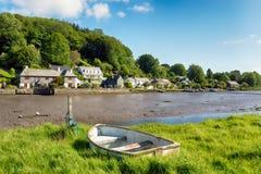 Barco de rowing en Lerryn Imágenes de archivo libres de regalías