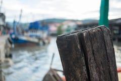barco de Tailândia do poste de amarração fotografia de stock royalty free