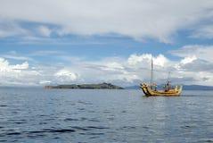Barco de Totora no lago Titicaca Foto de Stock Royalty Free