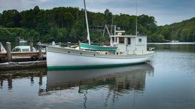 Barco de trabajo convertido - perfil portuario fotografía de archivo
