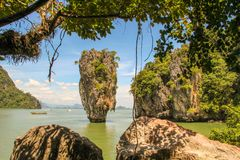 Barco de turista da cauda longa em Khao Phing Kan foto de stock royalty free