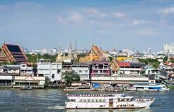 Barco de turista em Chao Phraya River foto de stock
