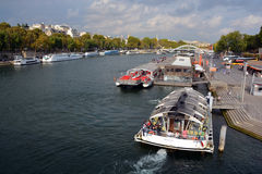 Barco de turista em Paris Fotografia de Stock