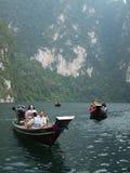 Barco de turista em Surat Thani, Tailândia imagens de stock
