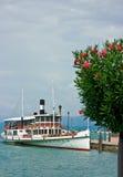 Barco de turista no lago Garda fotos de stock