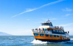 Barco de turista no tou da excursão de San Francisco Bay Alcatraz Island fotografia de stock royalty free