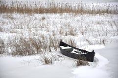 Barco de un pescador en invierno Fotos de archivo libres de regalías