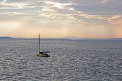Barco de vela asegurado Imagen de archivo