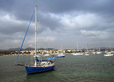Barco de vela azul 3 Fotografía de archivo libre de regalías