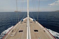 Barco de vela de madera en la vela Imagen de archivo