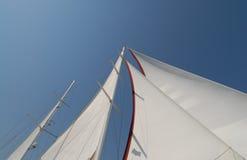 Barco de vela de madera en la vela Foto de archivo